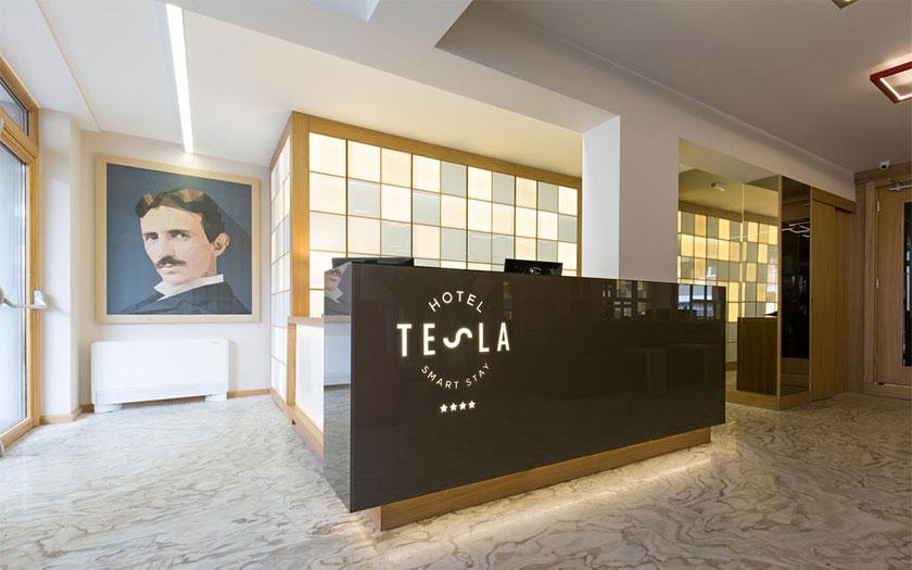 Hotel Tesla Smart Stay