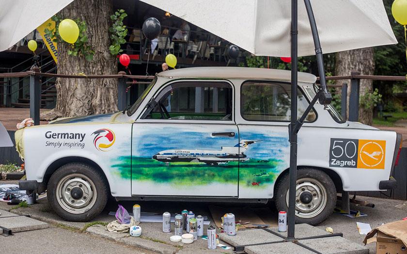 Oslikani Trabant Street Art umjetnika Leona