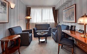 """Hotel Bonavia Plava Laguna nudi """"home office in a hotel"""""""