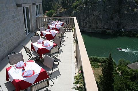 Hotel Villa Dvor - terasa